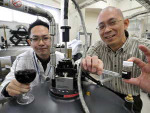 Các nhà khoa học Nhật Bản phát hiện rượu vang đỏ đứng đầu trong việc tạo ra hiệu quả siêu dẫn của một hợp chất sắt