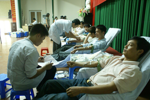 Đông đảo CB- CNVC, ĐV- TN TP Hòa Bình tham gia hiến máu nhân đạo đợt 3.
