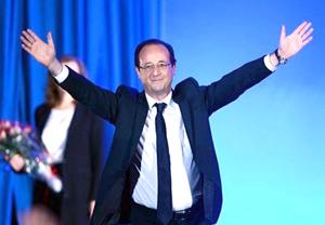 Ông Hollande ăn mừng chiến thắng tại Tulle tối ngày 6/5.