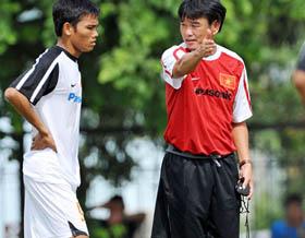 HLV Phan Thanh Hùng chỉ nhận làm đội tuyển nếu được kiêm nhiệm.