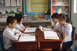 Giờ học môn tự nhiên - xã hội của lớp 2A1, trường tiểu học Hùng Sơn, thị trấn Lương Sơn.