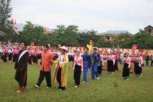 Đám cưới truyền thống của người Mường được tái hiện trong dịp lễ hội của tỉnh. Ảnh: P.V