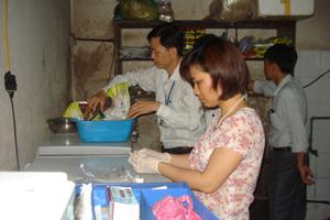 Đoàn kiểm tra liên ngành của thành phố kiểm tra đột xuất tại Nhà hàng Tuyết Sơn.