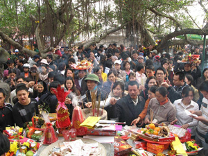 Tình trạng người dân chen lấn ở các lễ hội diễn ra khá phổ biến.
