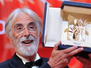 Đạo diễn người Áo Michael Haneke nhận giải thưởng Cành cọ vàng tại liên hoan phim Cannes 2012. (Nguồn: Reuters)