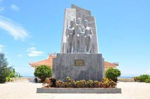 Tượng đài Ðội hải binh Hoàng Sa kiêm quản Bắc Hải trên đảo Lý Sơn.