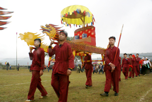 Nhiều lễ hội dân gian của người Mường được tổ chức vào dịp đầu xuân.