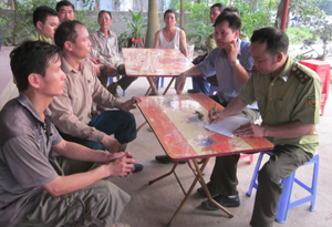 Kiểm lâm địa bàn tuyên truyền nâng cao ý thức phòng, chống cháy rừng cho hộ trồng rừng xã Sủ Ngòi (TPHB).