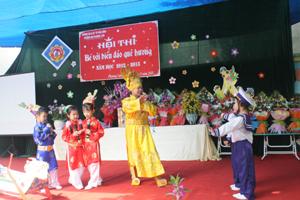 Các đội tham gia phần thi tài năng của bé.