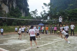 Hội viên nông dân xã Địch Giáo (Tân Lạc) thường xuyên tham gia các hoạt động thể thao rèn luyện sức khoẻ.