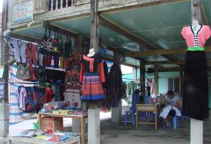 Nhà sàn Thái cùng các nét văn hoá đặc sắc đang được người dân bản Lác (Chiềng Châu) nâng giữ, phát huy trong phát triển du lịch.