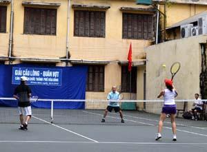Trận thi đấu chung kết đôi nam nữ môn quần vợt.