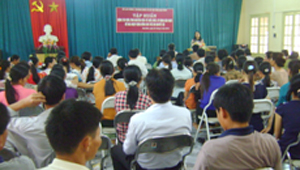 Lớp tập huấn kiến thức kỹ năng để trẻ em khuyết tật hoà nhập cộng đồng cho học viên huyện Yên Thuỷ và Lạc Thuỷ.