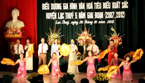 Huyện Lạc Thuỷ quan tâm tổ chức các hoạt đông văn hoá, văn nghệ, góp phần bảo tồn các giá trị văn hoá.