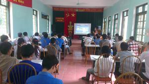Kỹ sư chuyên ngành thủy sản hướng dẫn kỹ thuật nuôi trồng thủy sản cho ĐVTN các xã vùng hồ sông Đà.