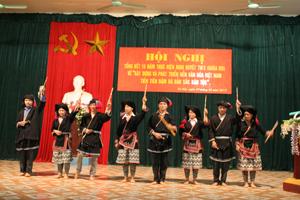 Tiết mục nhảy múa truyền thống của người Dao xã Toàn Sơn (Đà Bắc) được biểu diễn trong các ngày lễ lớn trên địa bàn.