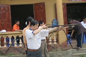 Người  dân xóm Bu Chằm luyện tập môn bắn nỏ tham gia các giải thi đấu cấp huyện và tỉnh.