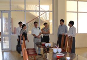 Đoàn kiểm tra liên ngành vệ sinh ATTP Trung ương kiểm tra bếp ăn Trường Chính trị tỉnh.