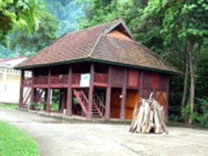 Nhà sàn của người Thái Tây Bắc là một công trình kiến trúc đậm đà bản sắc văn hoá dân tộc.