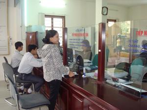 Sửa đổi lề lối làm việc theo tấm gương đạo đức, tác phong Hồ Chí Minh, đội ngũ cán bộ, đảng viên BHXH tỉnh đã nêu cao tinh thần trách nhiệm trong giải quyết công việc  với các tổ chức, cá nhân đến giao dịch công tác.