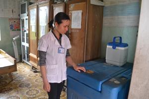 Tủ bảo quản vắc xin của trạm y tế xã Cao Dương bị hỏng đã hơn 1 năm.