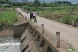Ngầm tràn suối Bản, xóm Lãi, xã Tây Phong (Cao Phong) là một trong những ngầm tiềm ẩn nhiều nguy cơ mất an toàn giao thông trong mùa mưa bão.