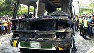Chiếc xe buýt bị cháy rụi