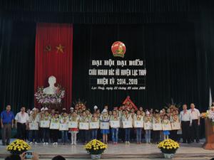Đại hội đã khen thưởng các đội viên tiêu biểu đạt danh hiệu cháu ngoan Bác Hồ.