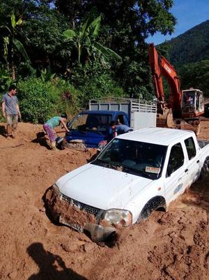 Tình trạng ách tắc giao thông kéo dài nhiều giờ xảy ra vào sáng nay tại km 38 + 400 thuộc địa phận xóm Cò Phày, xã Tân Minh.