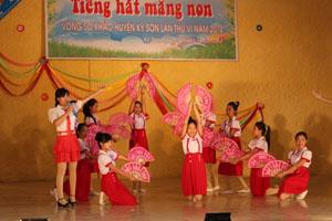 Tiết mục song ca của xã Yên Quang.