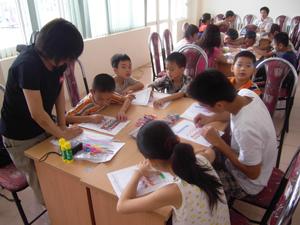 Trẻ em tham gia lớp học năng khiếu tại Trung tâm hoạt động TTN.