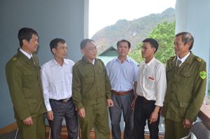 Lực lượng Công an xã Mai Hịch (Mai Châu) nắm tình hình ANTT cơ sở thông qua tin báo của nhân dân.