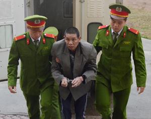 Trước, trong và sau khi phạm tội, Bùi Văn Khoa, xóm Minh Sơn, xã Yên Trị (Yên Thủy) bị bệnh tâm thần, hạn chế khả năng nhận thức và điều khiển hành vi.
