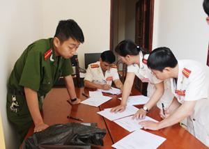 CB, CS các đội nghiệp vụ Công an huyện Kỳ Sơn tăng cường phối hợp đảm bảo ANTT trên địa bàn.