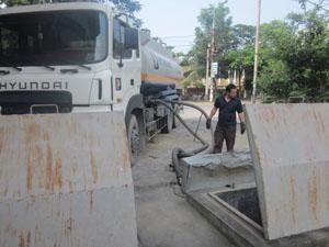 Chi nhánh Xăng dầu Hoà Bình chủ động nhập hàng về kho dự trữ sẵn sàng phục vụ công tác PCTT.