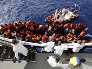 Hoạt động cứu trợ người nhập cư từ châu Phi tới châu Âu trên biển (ảnh: thetrentonline.com)