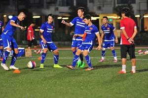U23 Việt Nam tập luyện tại Xin-ga-po.