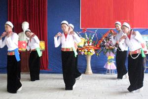 Người dân xóm Trung Mường I, xã Yên Quang (Kỳ Sơn) giữ gìn các làn điệu dân ca thông qua các hội thi, hội diễn VH-VN cơ sở.