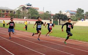 Các VĐV môn điền kinh thường xuyên tập luyện để thi đấu tại các giải của tỉnh tổ chức.