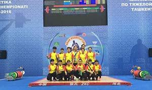 Đội tuyển cử tạ nữ Việt Nam tại giải.