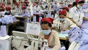 Hàng may mặc chiếm hơn 75% tổng kim ngạch xuất khẩu của Campuchia. (Ảnh: Internet).