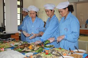 Bộ CHQS tỉnh thường xuyên coi trọng đảm bảo chất lượng VSATTP tại bếp ăn tập thể của cơ quan. Đây là điển hình cần khuyến khích nhân rộng trên địa bàn tỉnh.                                     ảnh: p.v