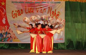 Tiết mục tham gia chương trình giao lưu văn nghệ của nhân dân xã Yên Quang.