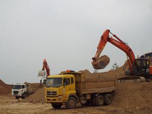 Các nhà thầu đều phải xây dựng phương án bảo đảm giao thông trong mùa mưa bão. ảnh: Nhà đầu tư Tổng Công ty 36 đẩy (Bộ Quốc phòng) nhanh tiến độ thi công đường Hòa Lạc - TP Hòa Bình.