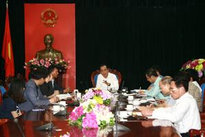Đồng chí Nguyễn Văn Quang, Chủ tịch UBND tỉnh chủ trì buổi làm việc với các nhà đầu tư đến từ Hàn Quốc.