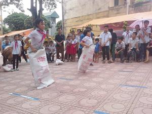 Đoàn thanh niên phường Chăm Mát (TP Hòa Bình) đa dạng các hoạt động sinh hoạt hè thu hút đông đảo  trẻ em trên địa bàn tham gia.