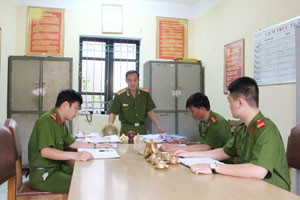 Đội CSĐT tội phạm về ma túy Công an huyện Cao Phong trao đổi nghiệp vụ hàng tuần nhằm nâng cao chất lượng công tác đấu tranh với tội phạm về ma túy trên địa bàn.