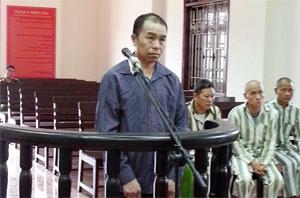Với hành vi phạm tội mua bán ma tuý với số lượng lớn, Khà A Dếnh phải nhận mức án tử hình sau nhiều năm trốn lệnh truy nã.