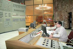 Cán bộ, kỹ sư Công ty Thủy điện Hòa Bình làm chủ khoa học kỹ thuật, quản lý và vận hành công trình hiệu quả.