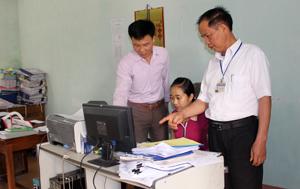 Lãnh đạo Đảng ủy xã Tân Thành (Lương Sơn) thường xuyên trao đổi nghiệp vụ về công tác xây dựng Đảng.